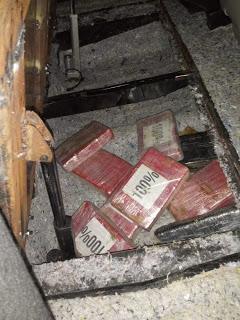 Ejército decomisa 9 paquetes de cocaína en chequeo de El Higuito en Barahona.