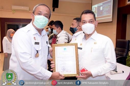 Sekretaris DPRD Bengkalis Berhasil Raih 2 Piagam Penghargaan Sekaligus