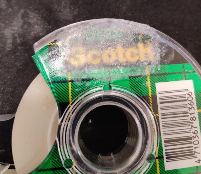 塑膠膠帶台被貼紙清除劑溶解