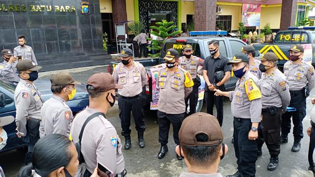 Kapolri Jenderal Pol Idham Aziz, SH, M.Si Berikan Bantuan Sembako Kepada Masyarakat Kabupaten Batu Bara