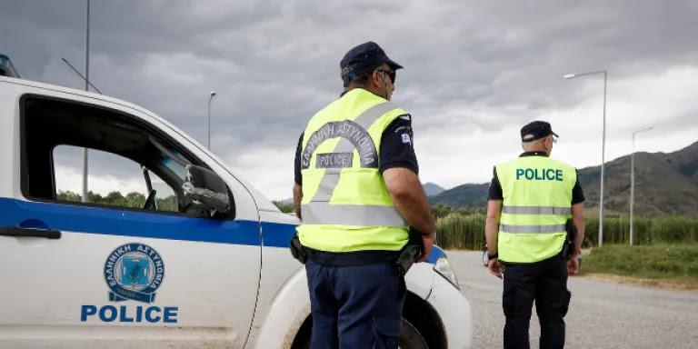 Χάος για να σκληρύνει η αστυνόμευση!!! Πέταξαν μολότοφ σε εν κινήσει περιπολικό στην περιοχή του Ζωγράφου, vid