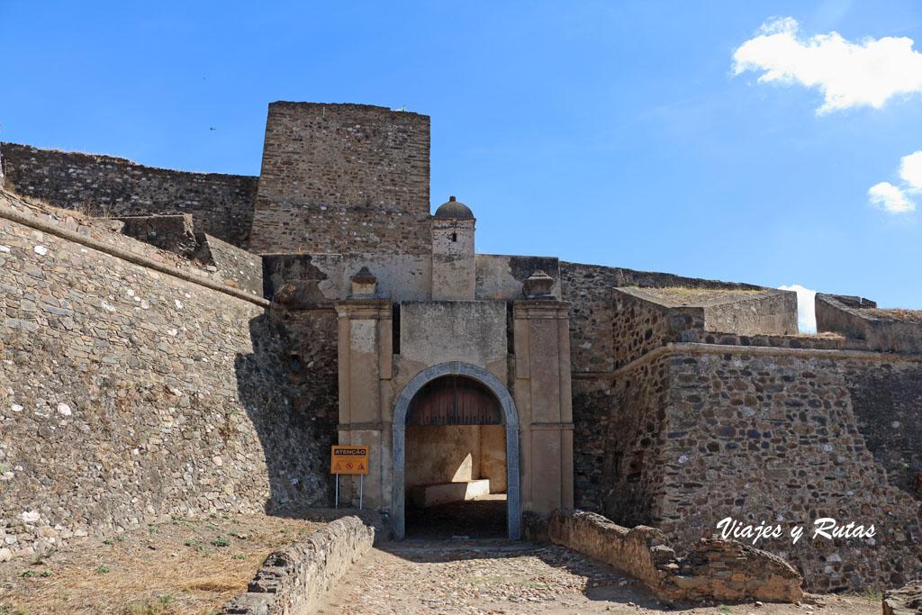 Puerta de entrada a Juromenha