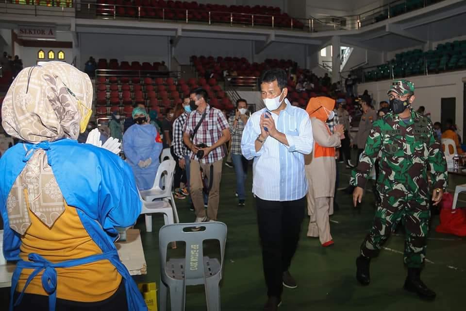 Rudi Menargetkan 70 % Penduduk Kota Batam Harus Divaksin Pada Bulan April Ini