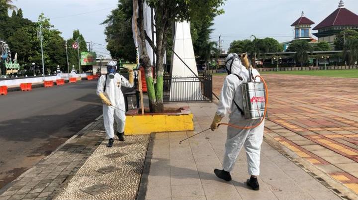 Pemkab Bersama Polres dan Kodim 0736 Batang Lakukan Penyemprotan Massal Disinfektan di Berbagai Titik. Tetap Ikuti Anjuran Pemerintah!