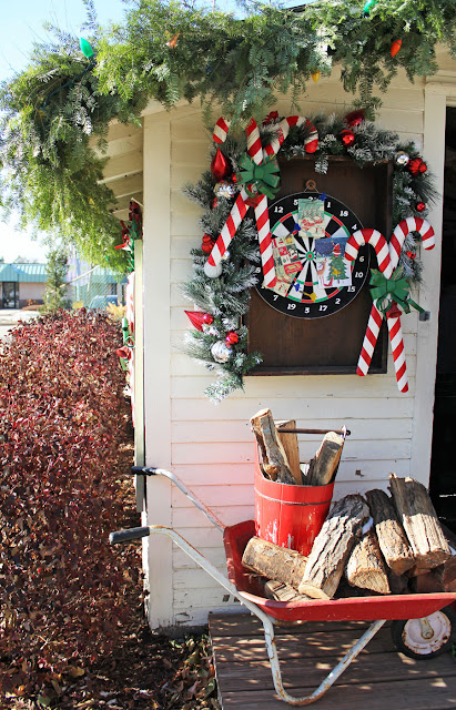 A Tour of the 2019 Bachman's Holiday Ideas House from Itsy Bits And Pieces Blog