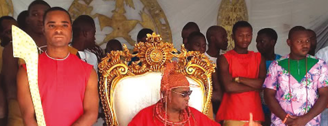 2rEv5Qr Edo State:Oba of Benin strips community head of title
