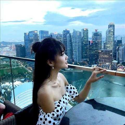 Người đẹp Ngọc Nữ đẹp xuất thần khi sang Singapore thăm bạn trai tin đồn Phan Văn Đức