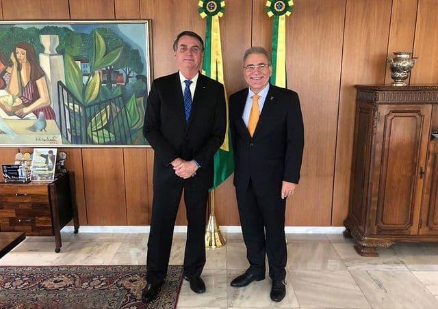 Bolsonaro manda Queiroga suspender obrigação do uso de máscara para quem já teve covid ou foi vacinado