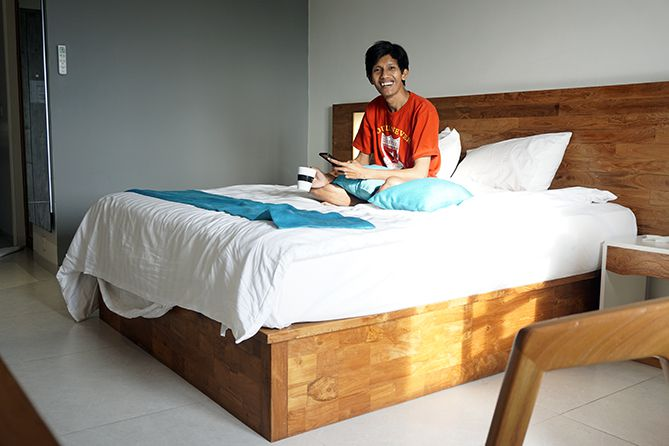 Menginap di Pollos Hotel and Gallery Rembang