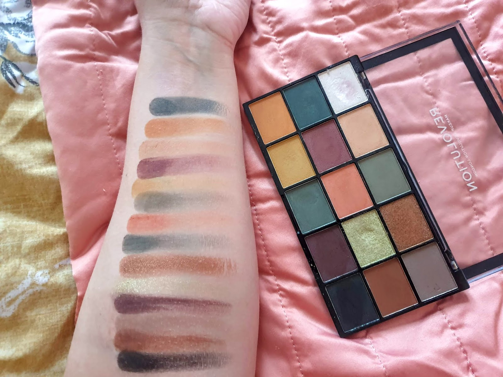 swatches of makeup revolution reloaded iconic division