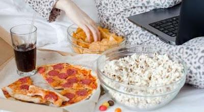 Hindari Ngemil Antara Waktu Makan