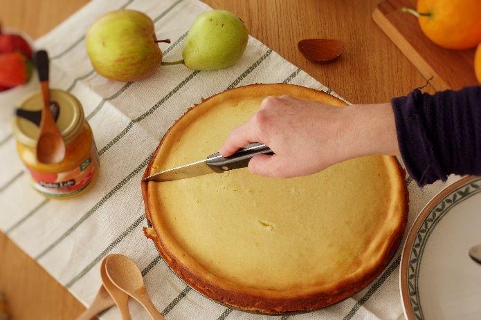 Cortando la tarta de queso