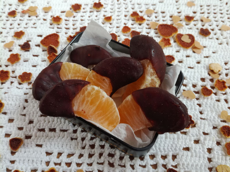 Foto: Spicchi di mandarino ricoperti di cioccolato