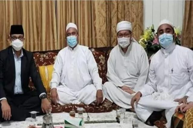 Saling Lepas Rindu, Gubernur Anies Menghidangkan Teh Buat Habib Rizieq