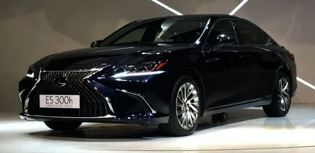 Lexus launch made in india ES300h sedan.