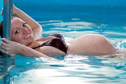 Heboh, Berenang Dengan Pria Bisa Akibatkan Kehamilan