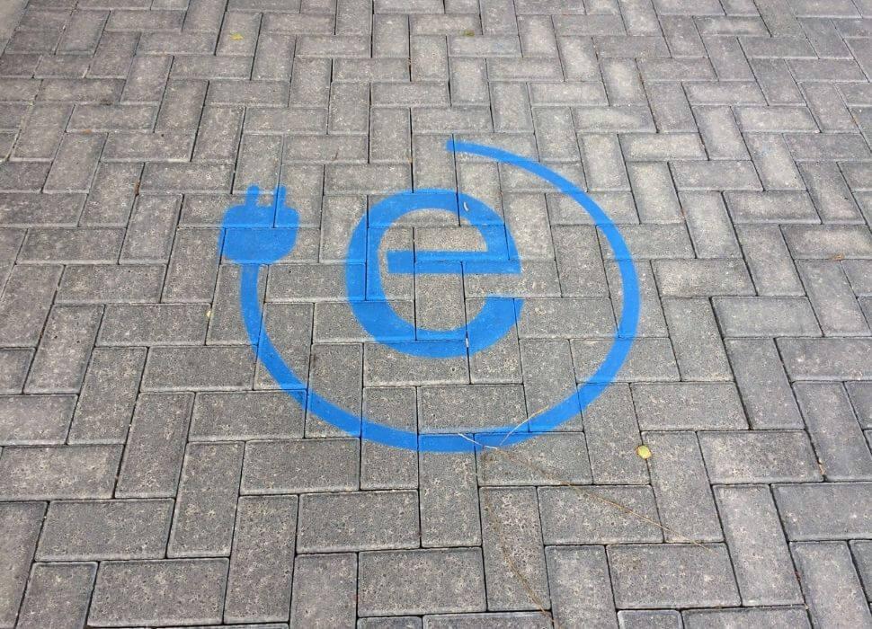 parkeerplaats elektrische auto stekker