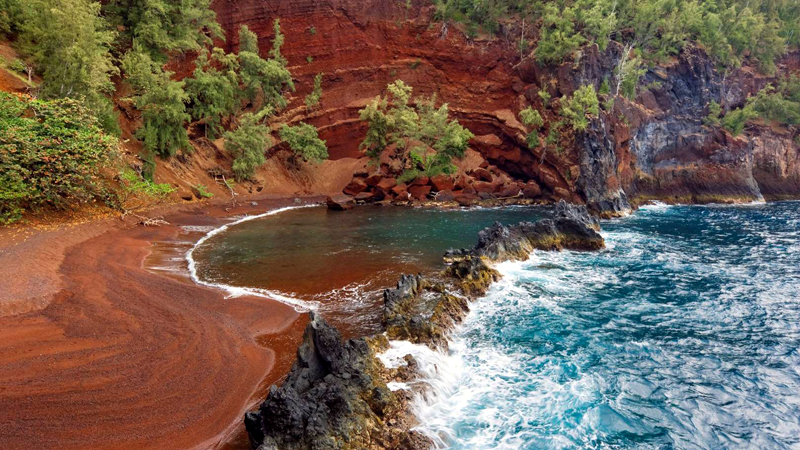 Kaihalulu Red Sand Beach, Hawaii, US