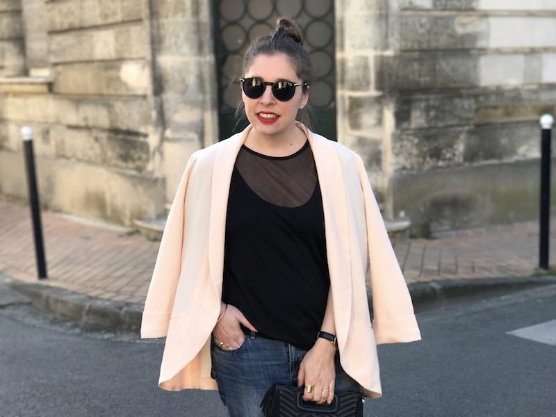 top noir transparent missguided, blazer rose Pimkien, jean H&M, sac M Maje, lunette de soleil Asos