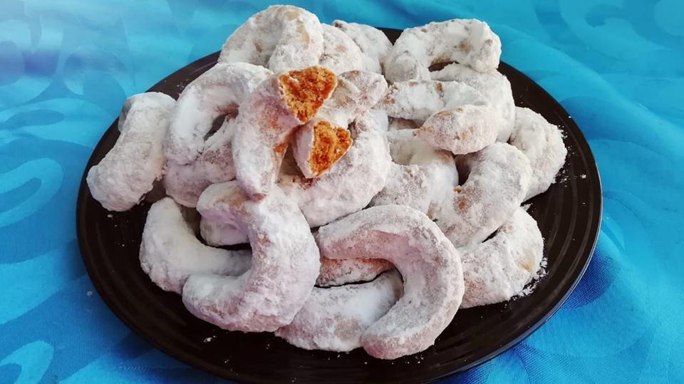 Bonjour tout le monde et bienvenue, je vous propose aujourd\u0027hui une autre  recette de la pâtisserie traditionnelle marocaine des petits Gâteaux  Fondans au