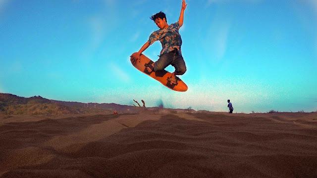 Gumuk Pasir Jogja Tawarkan Sensasi Seru Sandboarding