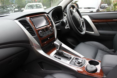 Perbandingan Interior Toyota All-new Fortuner vs. Mitsubishi All-new Pajero Sport