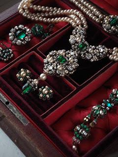 Lucky Emerald necklace historically inspired rhinestone jewellery