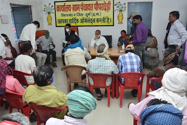 मंत्री  ताम्रध्वज साहू ने  ग्रामीणों से  मुलाकात कर उनकी समस्याओं की जानकारी ली