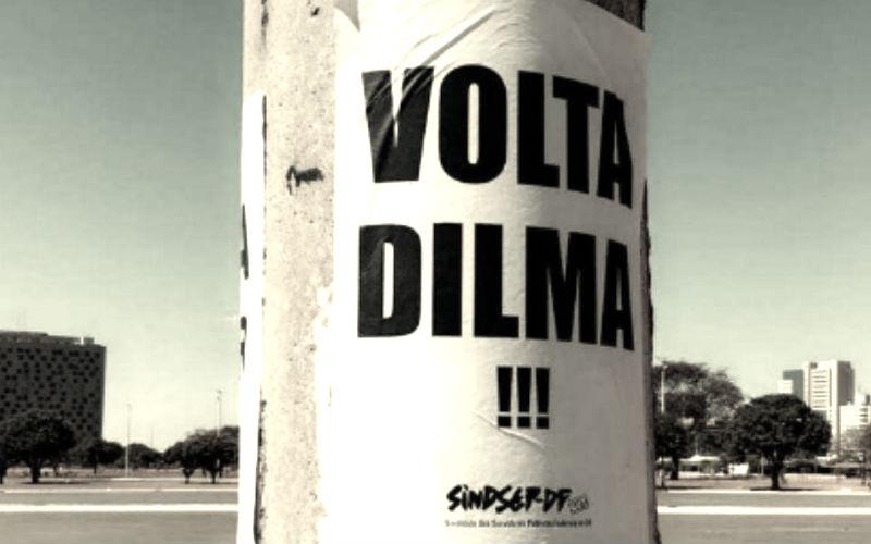 """Cartel de """"Volta Dilma"""" en Brasilia"""
