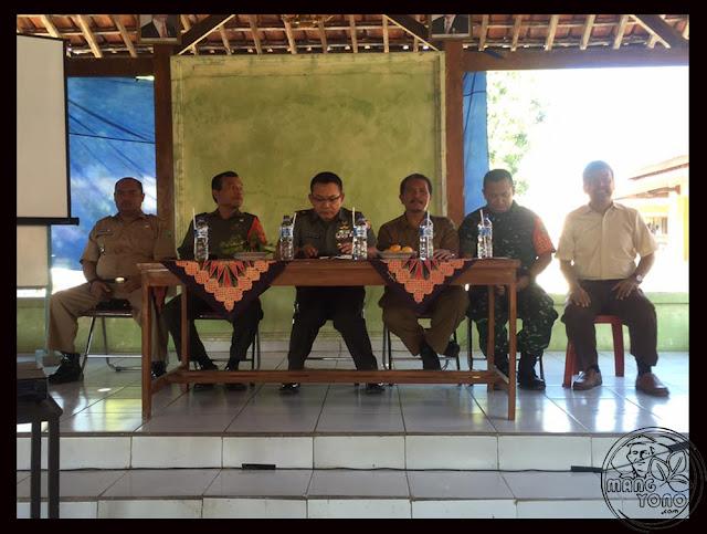 FOTO 3 : Dialog petani Desa Cidadap Kec. Pagaden Barat, Subang dengan MABES TNI AD, DANDIM 0605, Kabulog dan Dinas Pertanian Subang