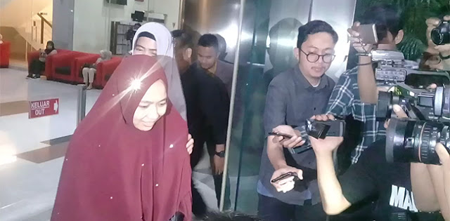 Lebih Dari 4 Jam Diperiksa, Istri Imam Nahrawi Minta Doa Buat Suami