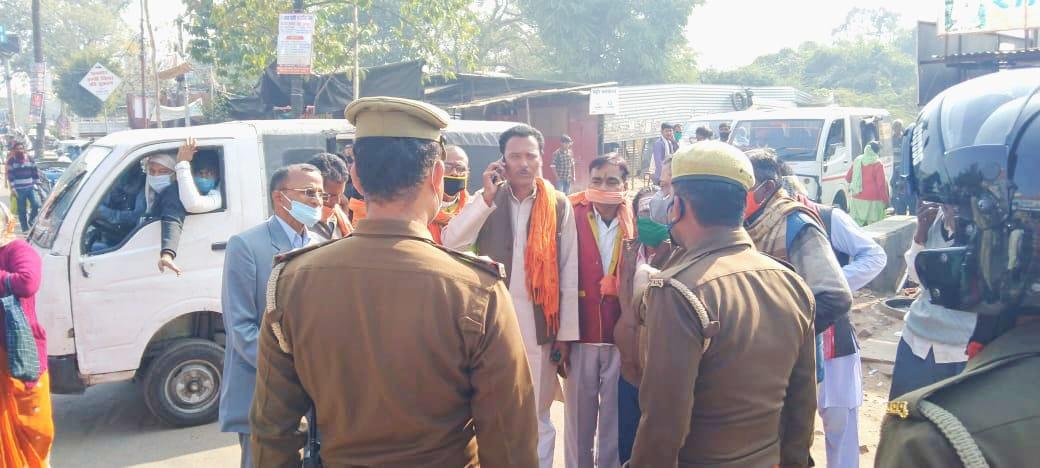 बाराबंकी से लखनऊ प्रदर्शन करने जा रहे शिव सेनिको को पुलिस ने किया गिफ्तार