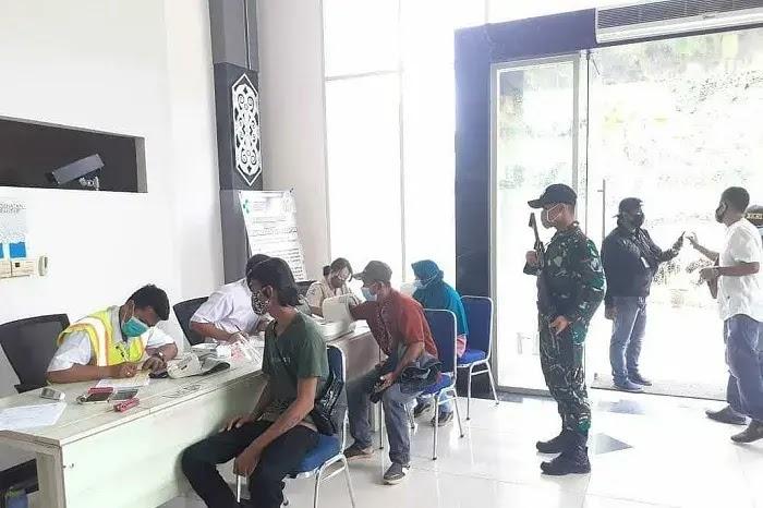 Cegah Penyebaran Covid-19 Masuk Indonesia, 264 PMI Malaysia di Rapid Test