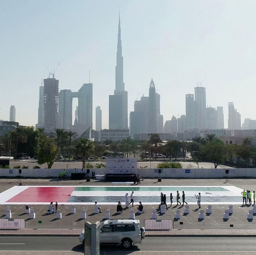 علم الإمارات بالفسيفساء يدخل موسوعة غينيس