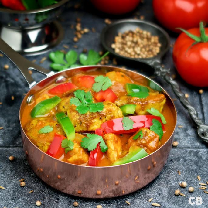 Recept: zo maak je zelf chicken jalfrezi: een pittige Indiase kipcurry met tomaat, ui en paprika!