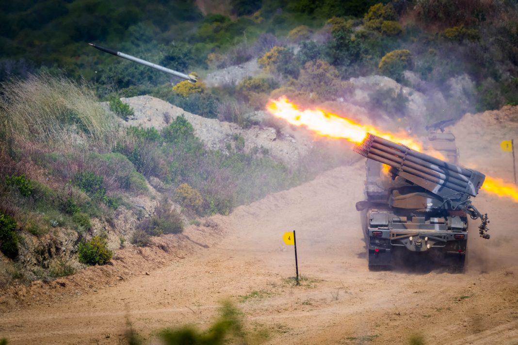 Ξάνθη: Εικόνες που κόβουν την ανάσα από βολές του πυροβολικού [ΒΙΝΤΕΟ]