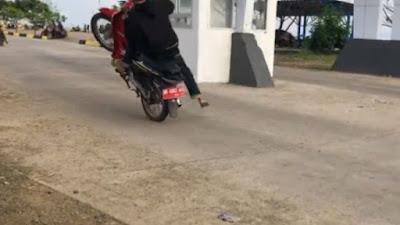 Belasan Pemuda Lakukan Balap Liar di Pelabuhan Bajoe, Ada Motor Berplat Merah