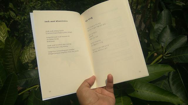 Buku Kumpulan Puisi Pesan Sang Mentari hadir dalam dua bahasa, yakni Bahasa Indonesia dan Bahasa Inggris (dok.windhu)