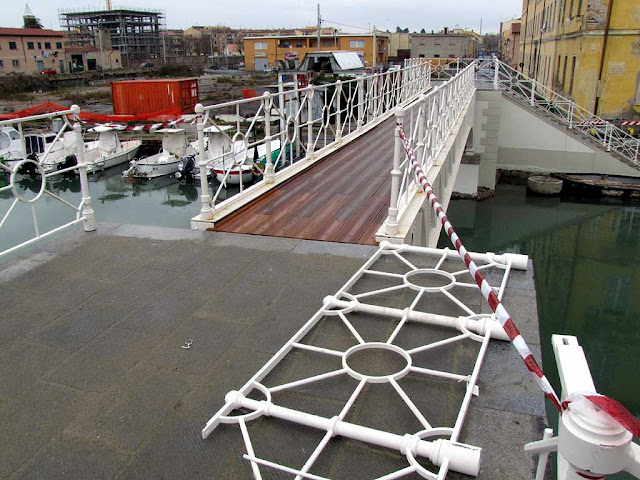 Dogana d'Acqua footbridge, Livorno