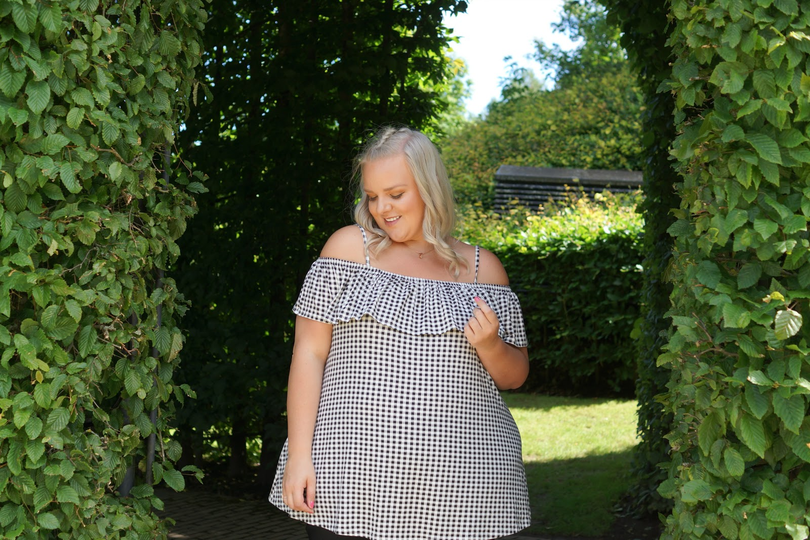Yours Clothing UK Plus Size Blogger WhatLauraLoves at The Alnwick Garden