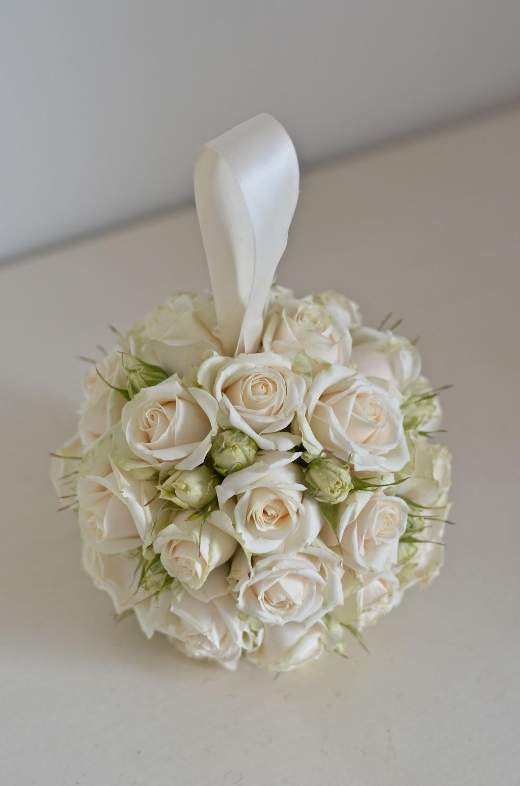 wedding flowers blog danielle 39 s classic wedding flowers careys manor. Black Bedroom Furniture Sets. Home Design Ideas