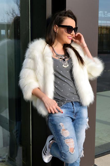 Jacheta de blana alba