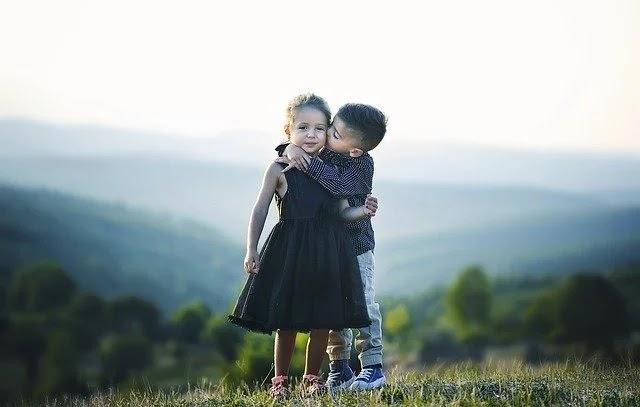 Top 60+ Cute Brother Sister Status, Shayari & Quotes in Hindi 2020