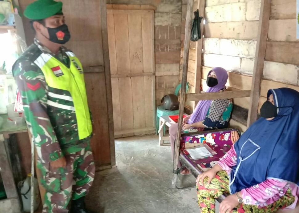 Bangun Kerukunan dan Toleransi Dalam Kehidupan Bermasyarakat, Babinsa Purwanto Lakukan Komsos Dengan  Warga Desa Kelanga