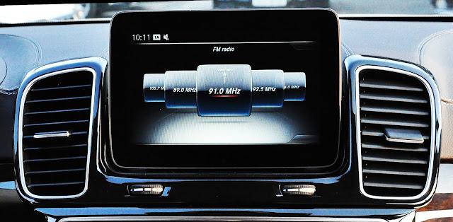 Mercedes GLS 350 d 4MATIC sử dụng màn hình màu TFT 8 inch