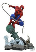 Diamond Select Marvel Comic Gallery Spider-Man Lamppost PVC Diorama