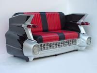 sillon rojo y negro rojo hecho con parte de un carro