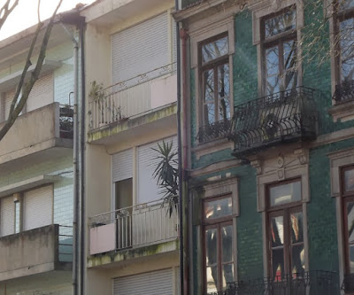fachada de edifícios no Porto