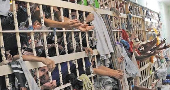 PM cerca delegacia, dispara muitos tiros e evita fuga em massa de 60 presos em Caucaia