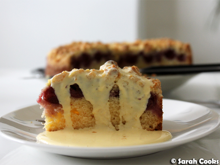 Kirsch Streuselkuchen mit Vanillesoße - Cherry Crumble Cake with Custard